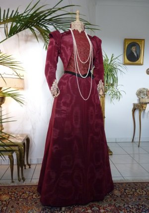 antique-walking-gown