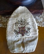 103 antique bonnet 18th