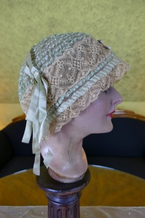 antique boudoir Bonnet 1920