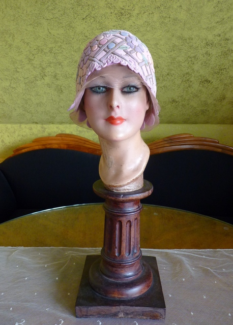 pink felt cloche with trapunto flowers 1920s www. Black Bedroom Furniture Sets. Home Design Ideas