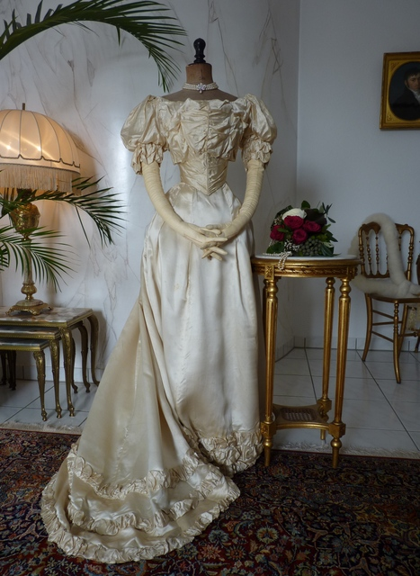 Viktorianisches Ballkleid Ca 1892 Www Antique Gown Com