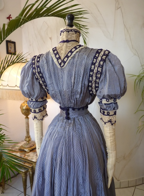 Extraordinary Reception Gown, ca. 1901 - www.antique-gown.com