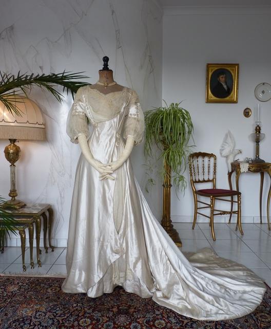 White Satin Wedding Gown, ca. 1909 - www.antique-gown.com