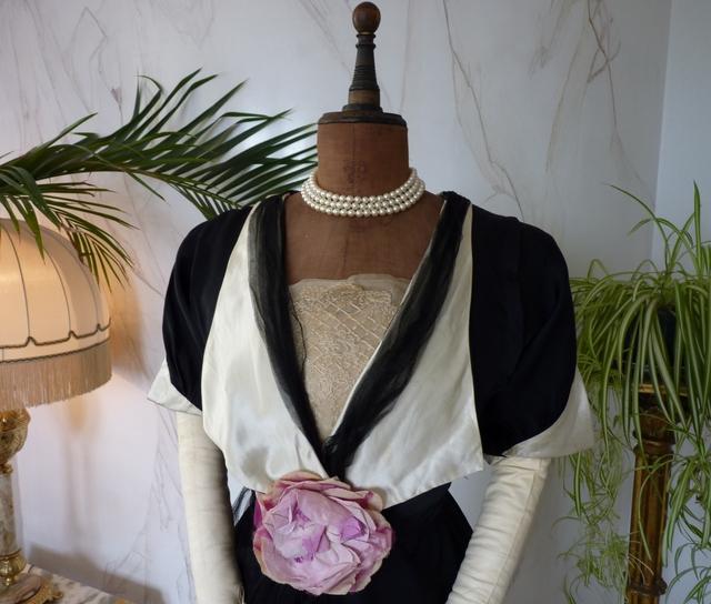 Titanic Ära Abendkleid mit großer Rose, ca. 1912 - www.antique-gown.com