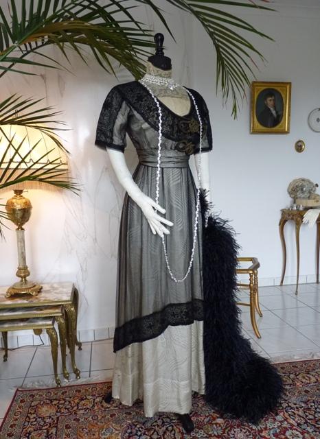 Besticktes Jugendstil Abendkleid aus schwarzer Seide, ca. 1912 - www ...