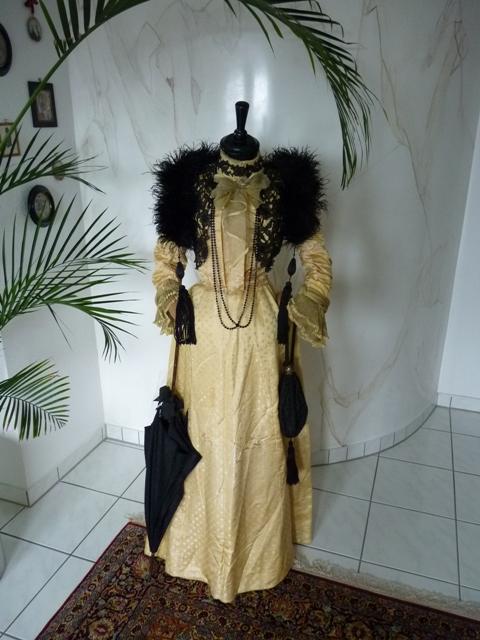 Auf der Promenade, ca. 1899 - www.antique-gown.com