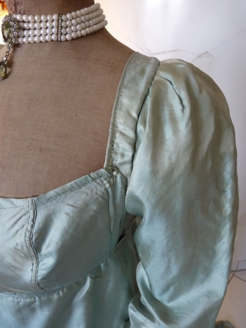 Silk Dress, ca. 1800-1805 - www.antique-gown.com