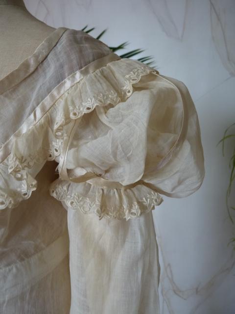 Regency Cotton Gown, ca. 1815 - www.antique-gown.com