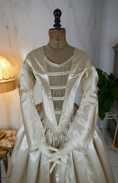 Romantic Period Wedding Gown, ca. 1845 - www.antique-gown.com