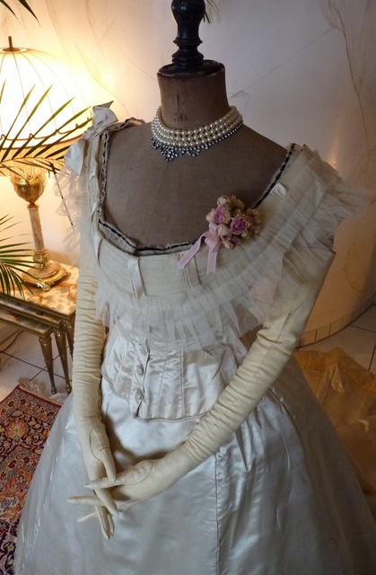 Civil War Ballgown, ca. 1865s - www.antique-gown.com