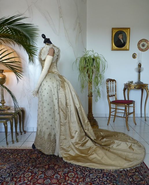 Bustle Ball Gown, ca. 1886-1888 - www.antique-gown.com