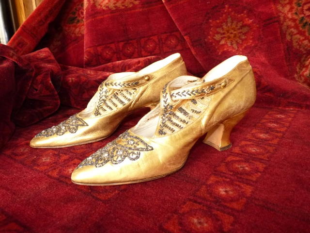 Schuhe - Goldene Abenschuhe, ca. 1923 | Antique-Gown - www ...