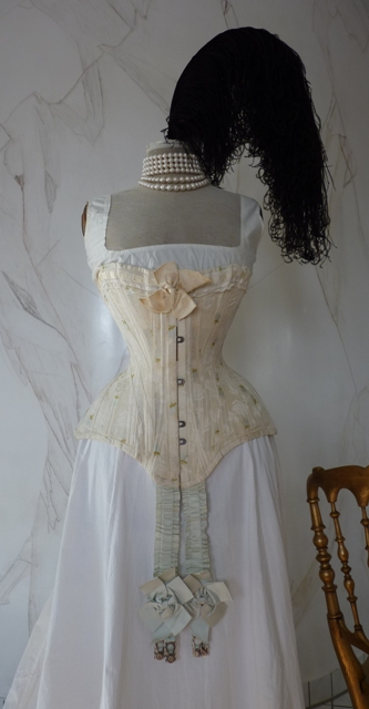 Embroidered evening corset, ca. 1897 - www.antique-gown.com