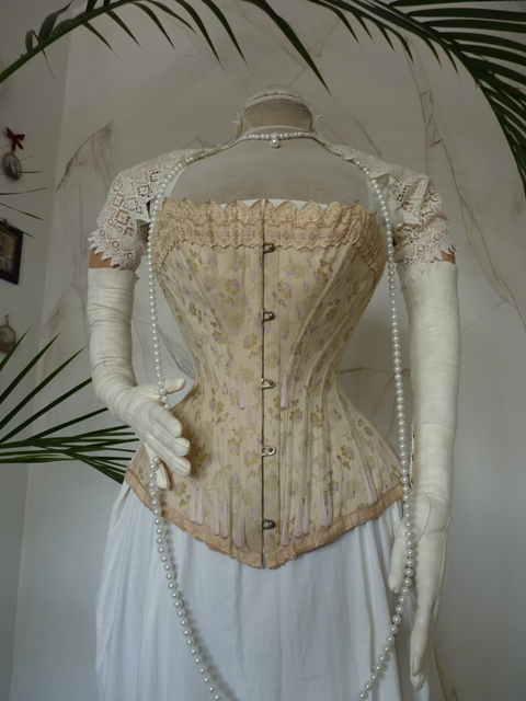 luxurious corset from vienna ca. 1890 - www.antique-gown.com